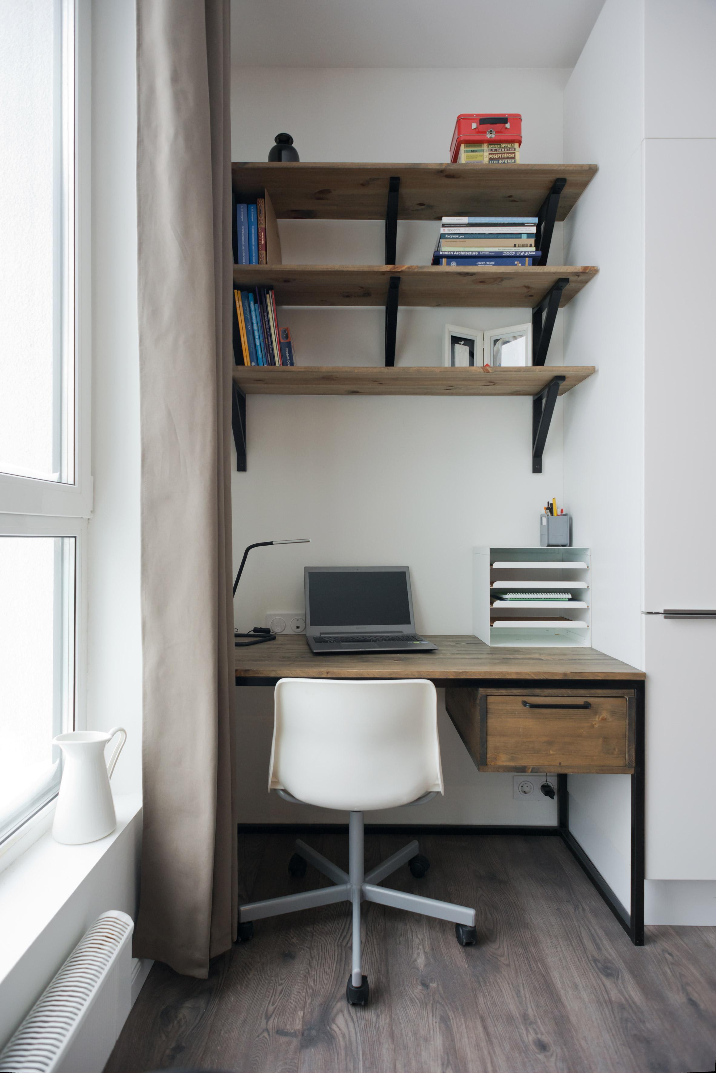 Małe przestrzenie: pomysłowa kawalerka 35 m² z drewnianym kubikiem
