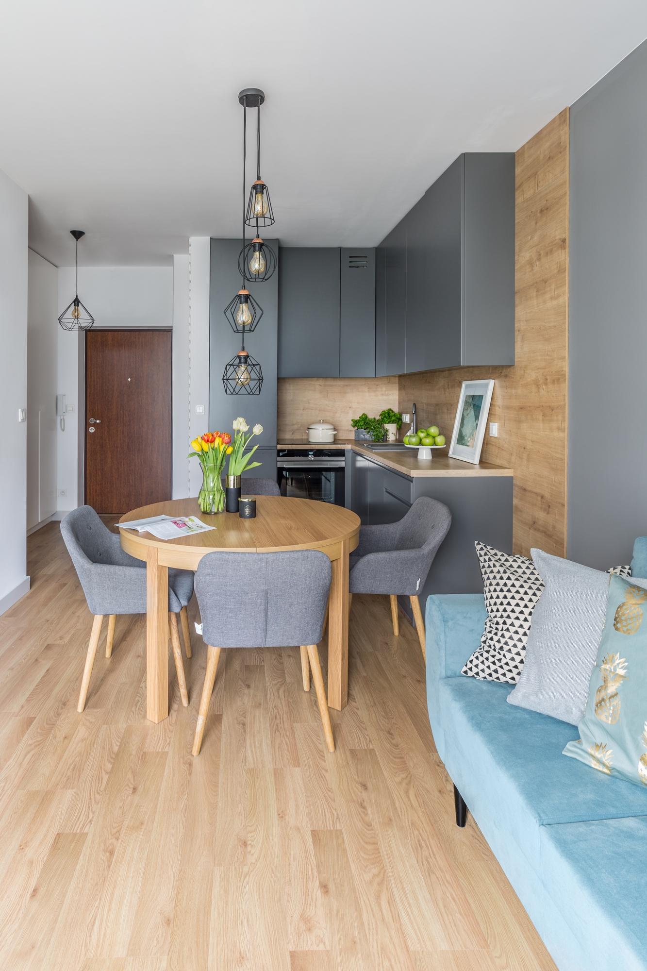 Małe przestrzenie: stylowe i kobiece mieszkanie o pow. 35 m ²