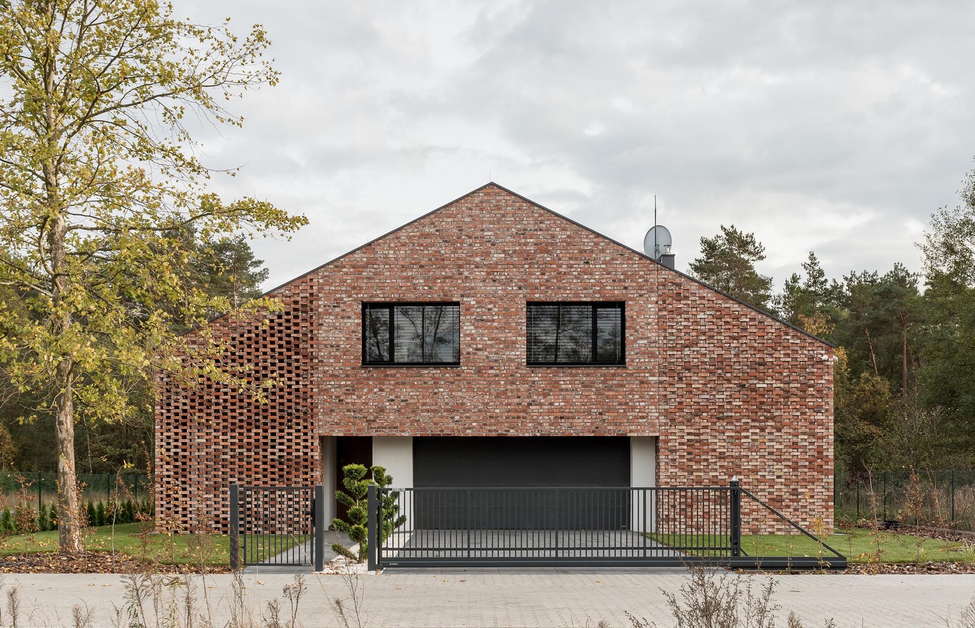 Dom ze starej stodoły - drugie życie cegły